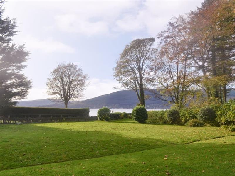 Taigh Na Uillt in Cove, near Helensburgh - sleeps 2 people