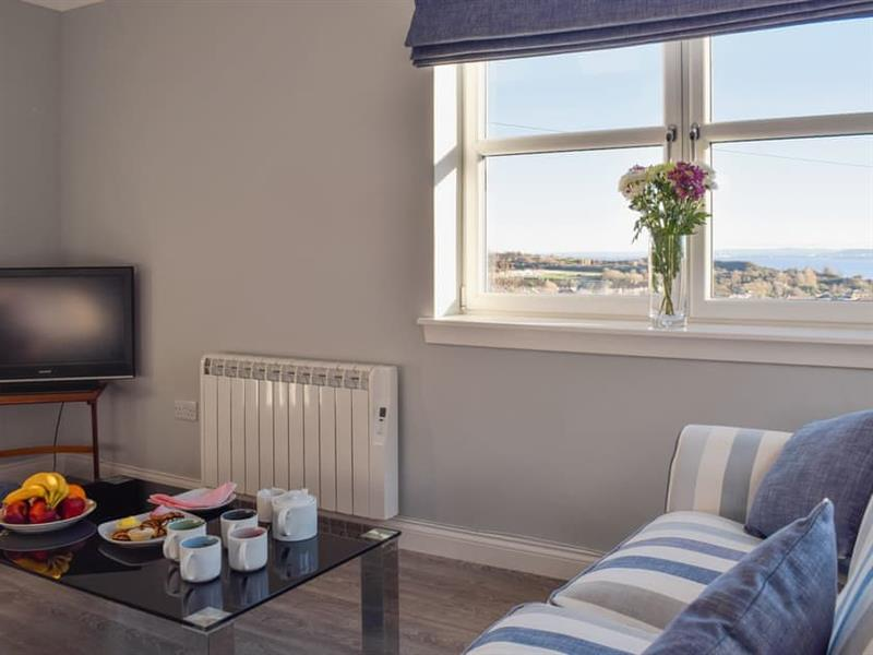 The Courtyard - Sea View Apartment in Inverkeithing - sleeps 5 people