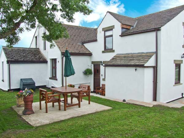 The Croft at Balmaha in Tideswell - sleeps 2 people