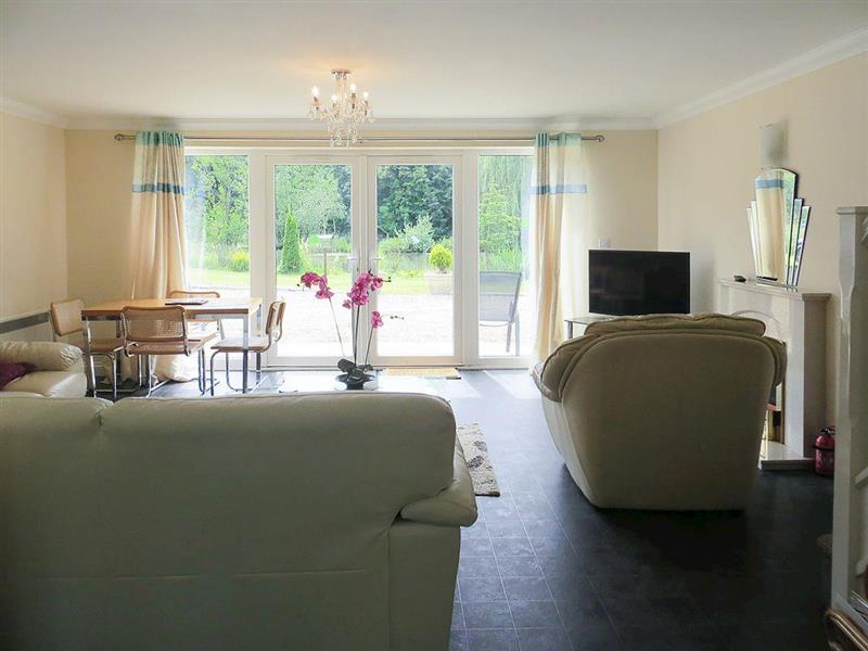 The Everglades - Anglers Haven in Denver, near Downham Market, Norfolk - sleeps 5 people