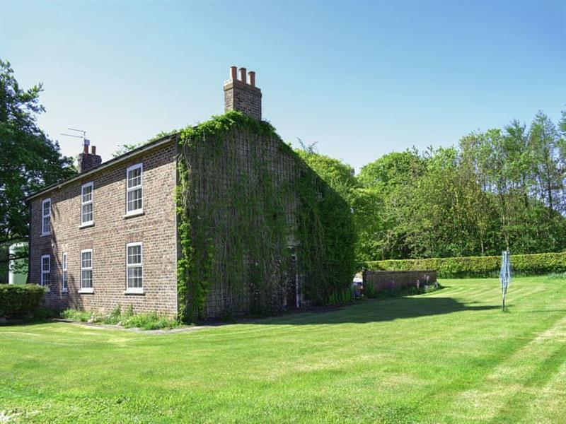 The Hind House in Cottam, near Driffield - sleeps 8 people