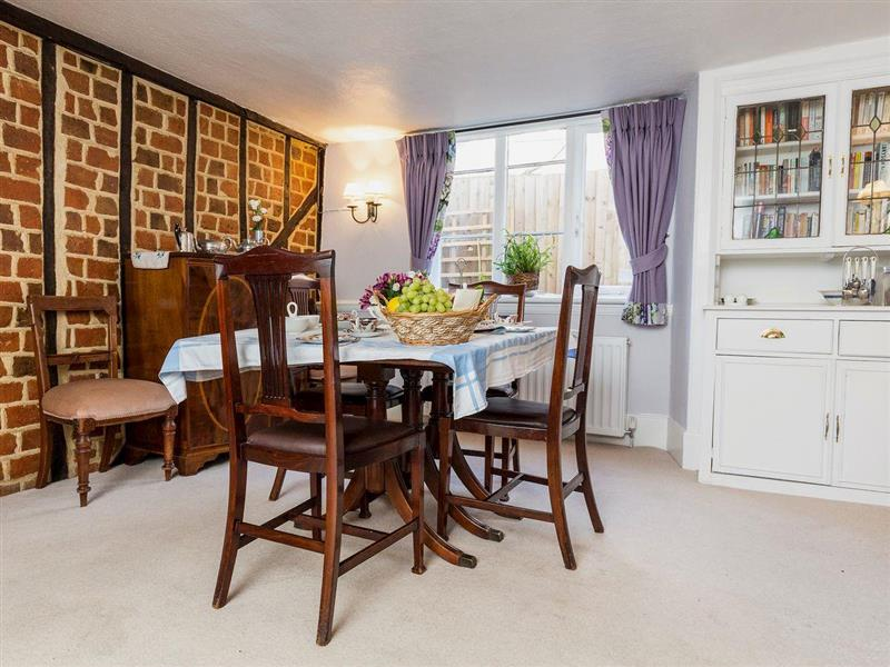 The Old Bakery - Chalkleys in Winchmore Hill, North London, North London - sleeps 4 people