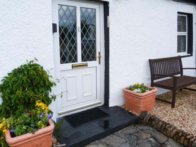 The Old Cottage at Inchbrine in Drumnadrochit near Loch Ness - sleeps 4 people