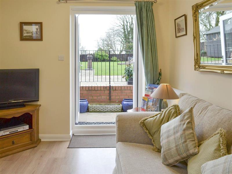 The Old House Cottage in Flixton, near Filey - sleeps 3 people