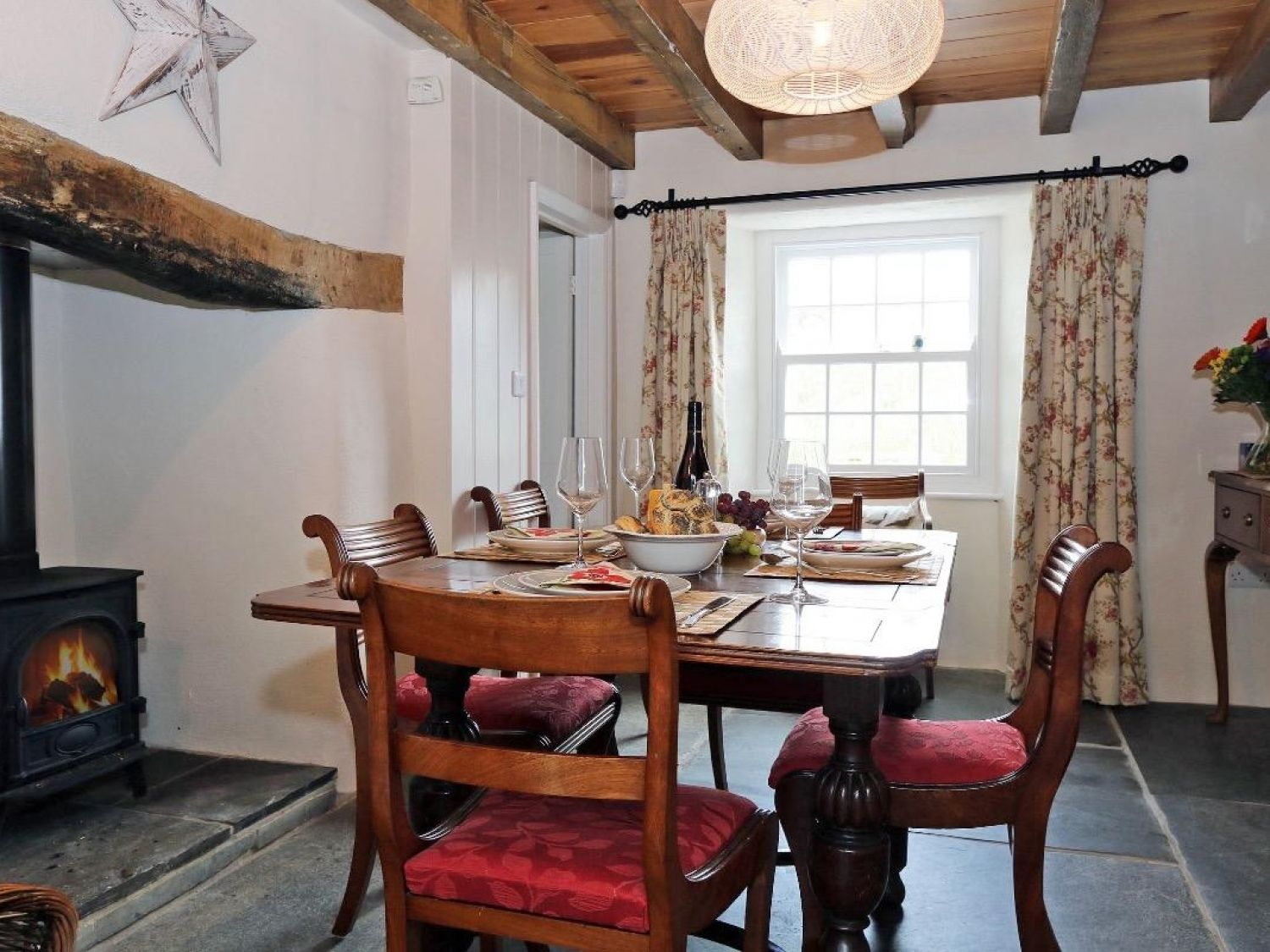 The Old Post Office in Mawgan Porth - sleeps 6 people