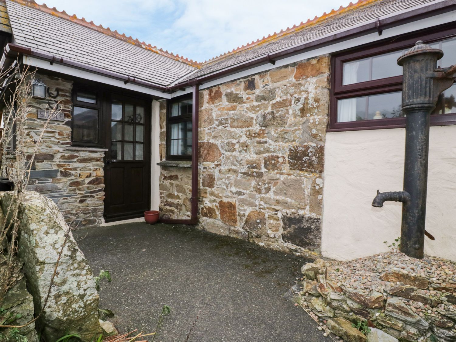 The Old Stable in Holywell Bay - sleeps 2 people