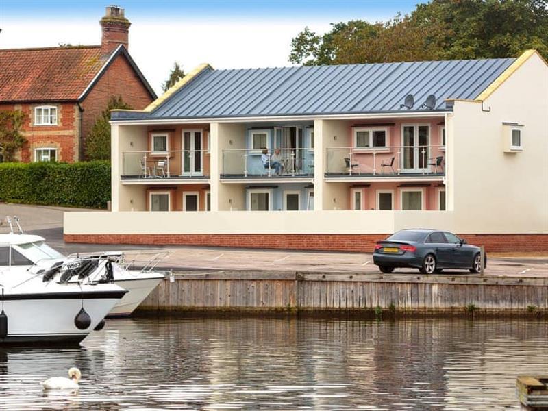 The Riverviews - Greylag Goose in Wroxham, near Norwich - sleeps 6 people