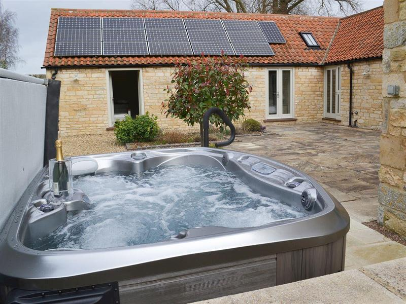 The Stables in Aisby, near Grantham, Lincolnshire - sleeps 8 people