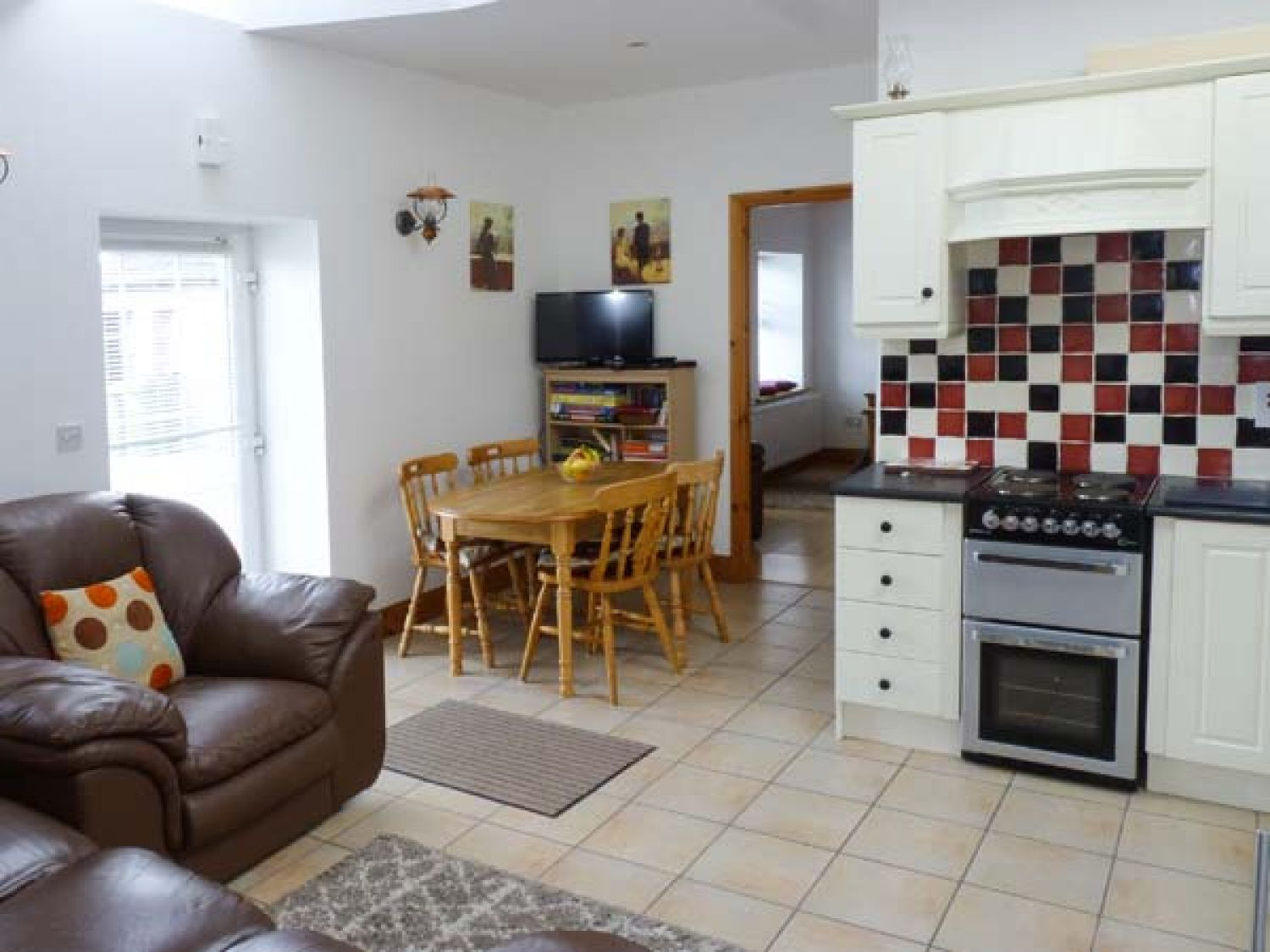 The Stone Cottage in Loughrea - sleeps 4 people