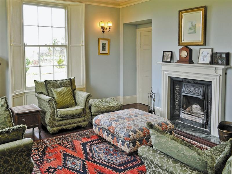 Tilney Hall in Kings Lynn - sleeps 10 people