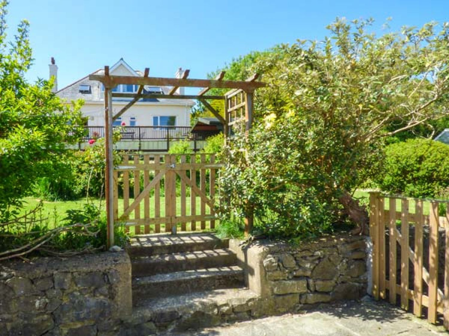 Tinker's Patch in Benllech near Red Wharf Bay - sleeps 6 people