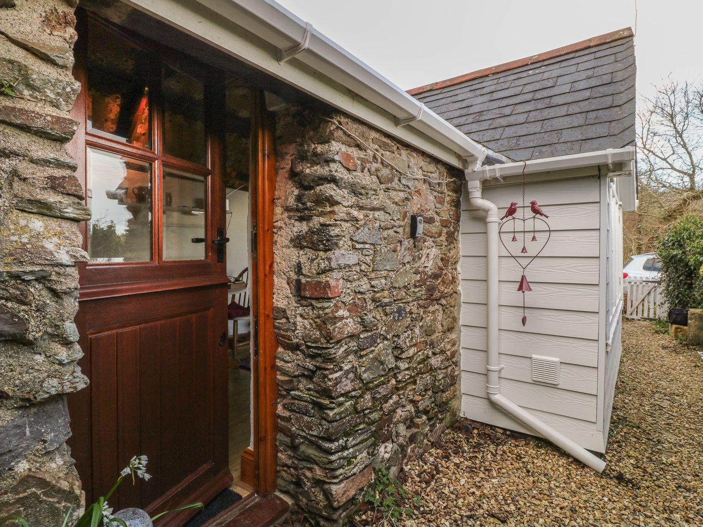 Toad Hall Cottage in Hutcherleigh near Blackawton - sleeps 2 people