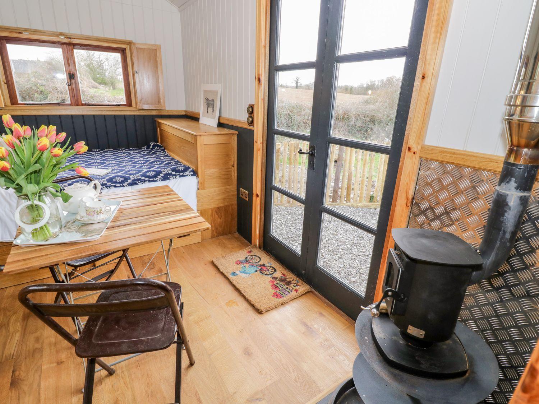 Toms Hut in Pembridge near Kington - sleeps 2 people