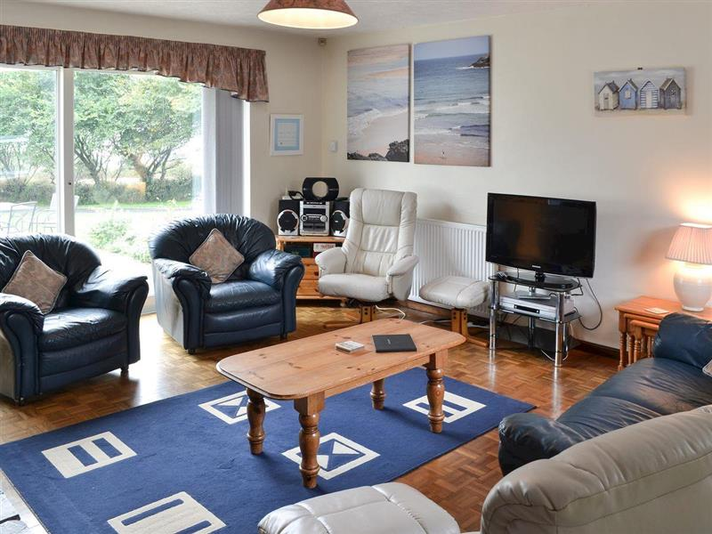 Tregoona in Crantock, near Newquay - sleeps 8 people