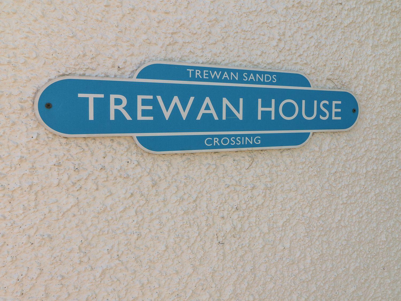Trewan House in Outskirts of Rhosneigr - sleeps 6 people