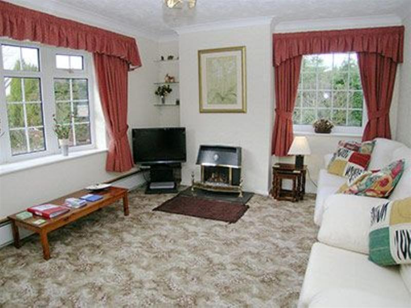 Ty Gwyn in Red Wharf Bay, Anglesey - sleeps 6 people