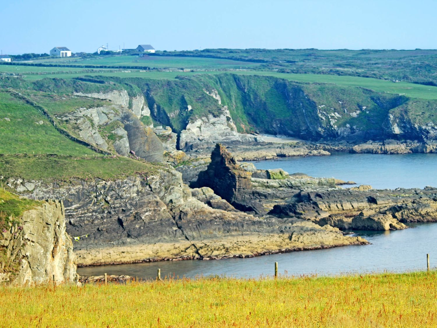 Ty Nant in South Stack - sleeps 8 people