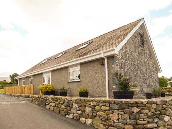 Ty Ni in Caeathro near Caernarfon - sleeps 7 people