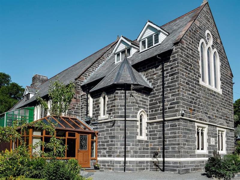 Victoria Lodge in Dolwyddelan, nr. Betws-y-Coed - sleeps 7 people