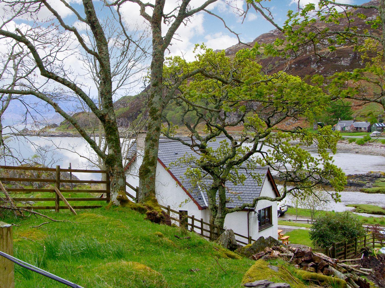 Viking Cottage in Glenuig - sleeps 7 people