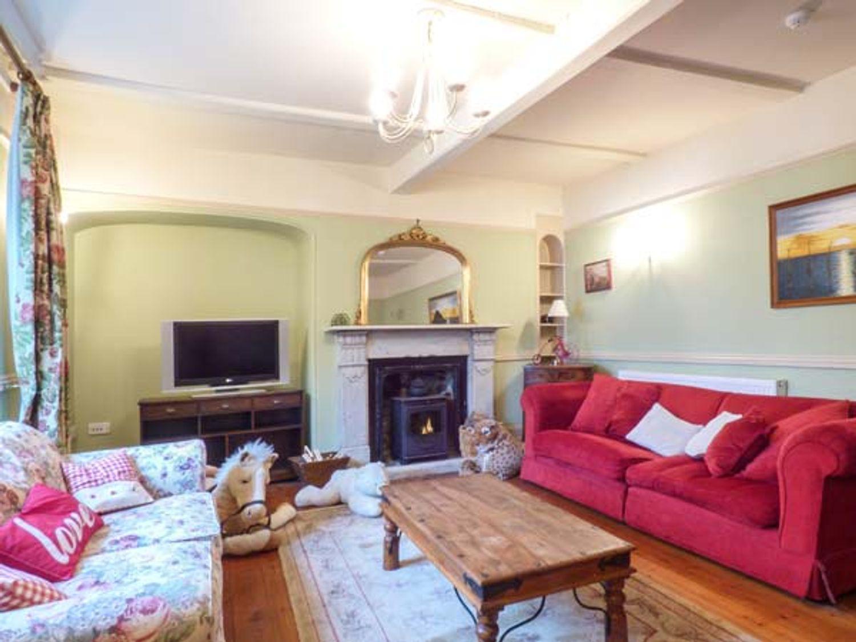 Warmington House in Camelford - sleeps 12 people