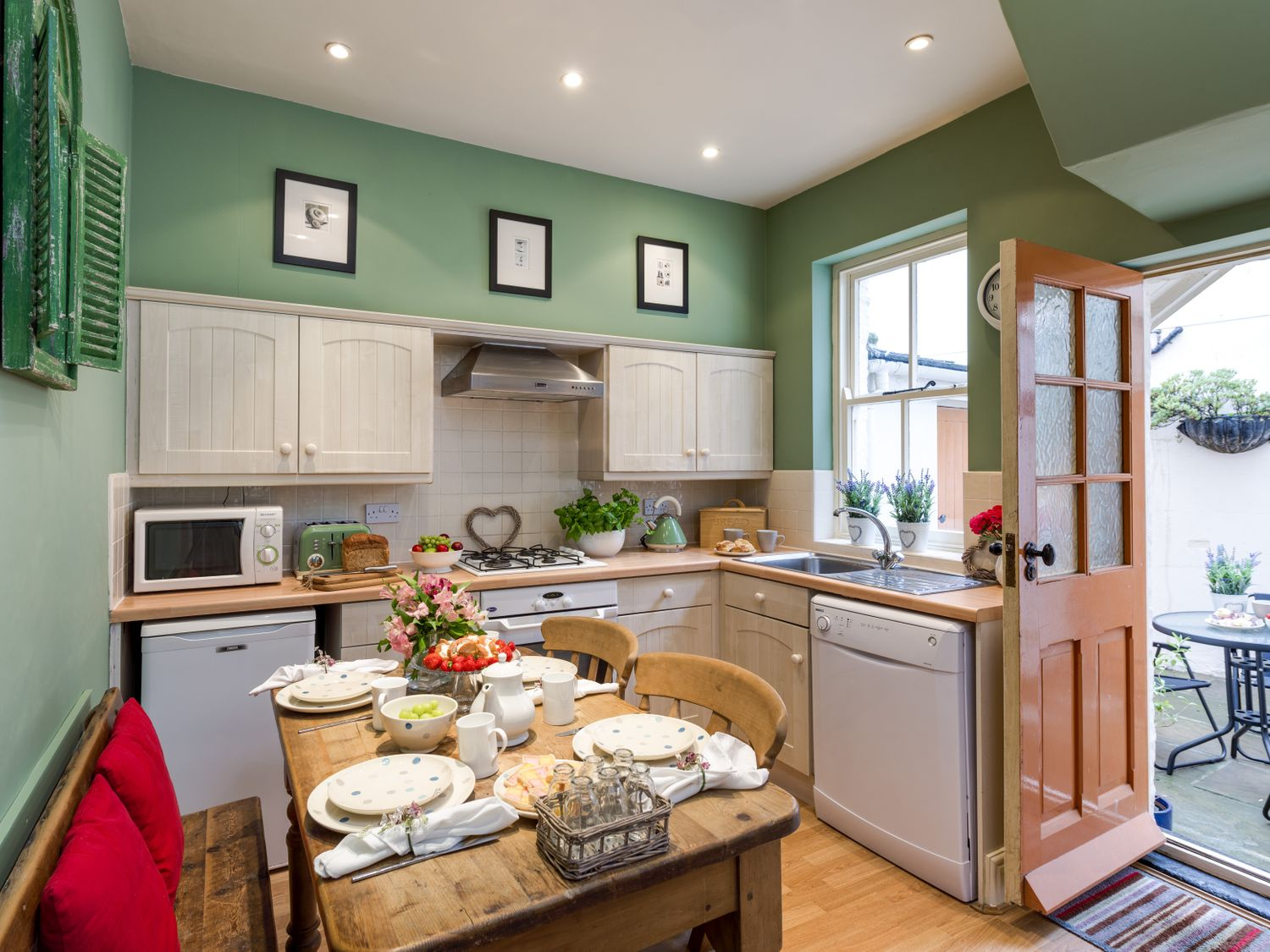 West End House in Whitby - sleeps 4 people