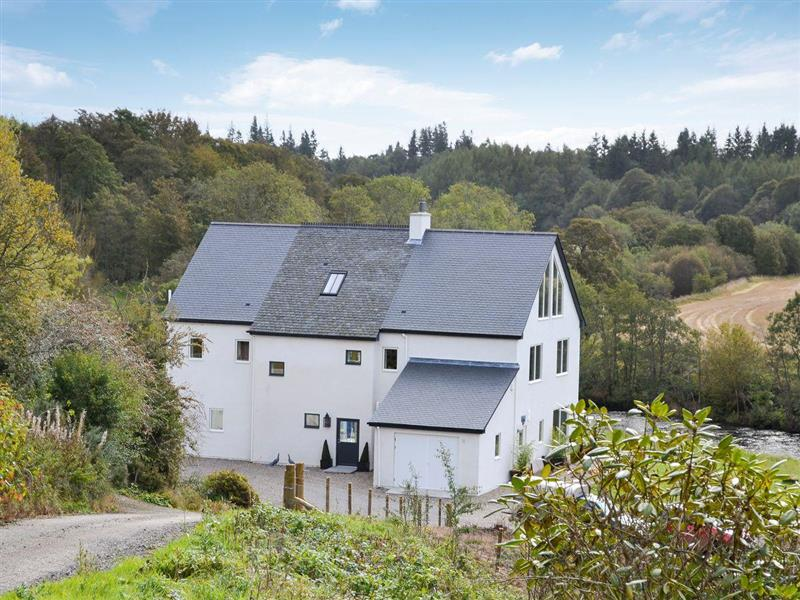 Wester Auchleuchrie in Memus, near Kirriemuir - sleeps 14 people
