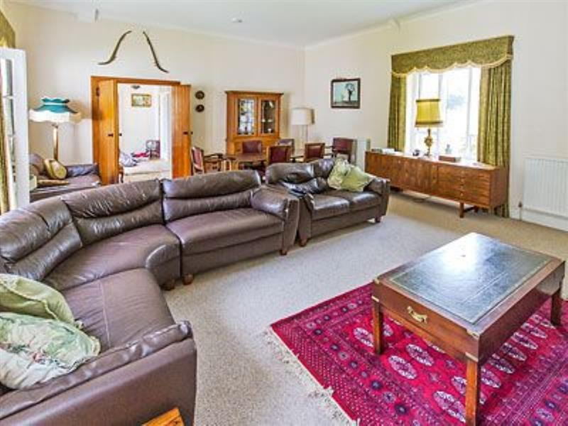 Westgate Cottage in St Lawrence, nr. Ventnor, Isle of Wight - sleeps 8 people