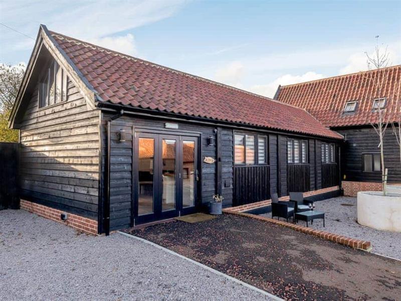 White House Lodges - Laxfield Barn in Heveningham, near Halesworth - sleeps 3 people