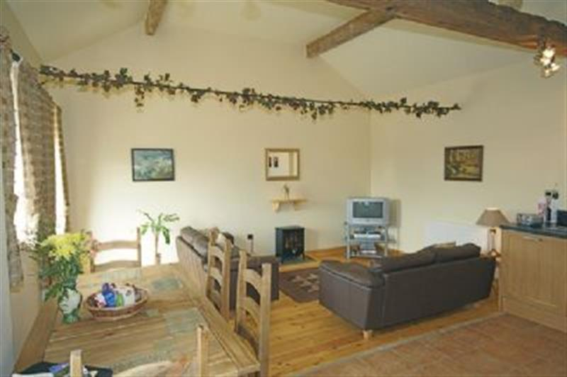 Willows in Stoke-On-Trent - sleeps 5 people