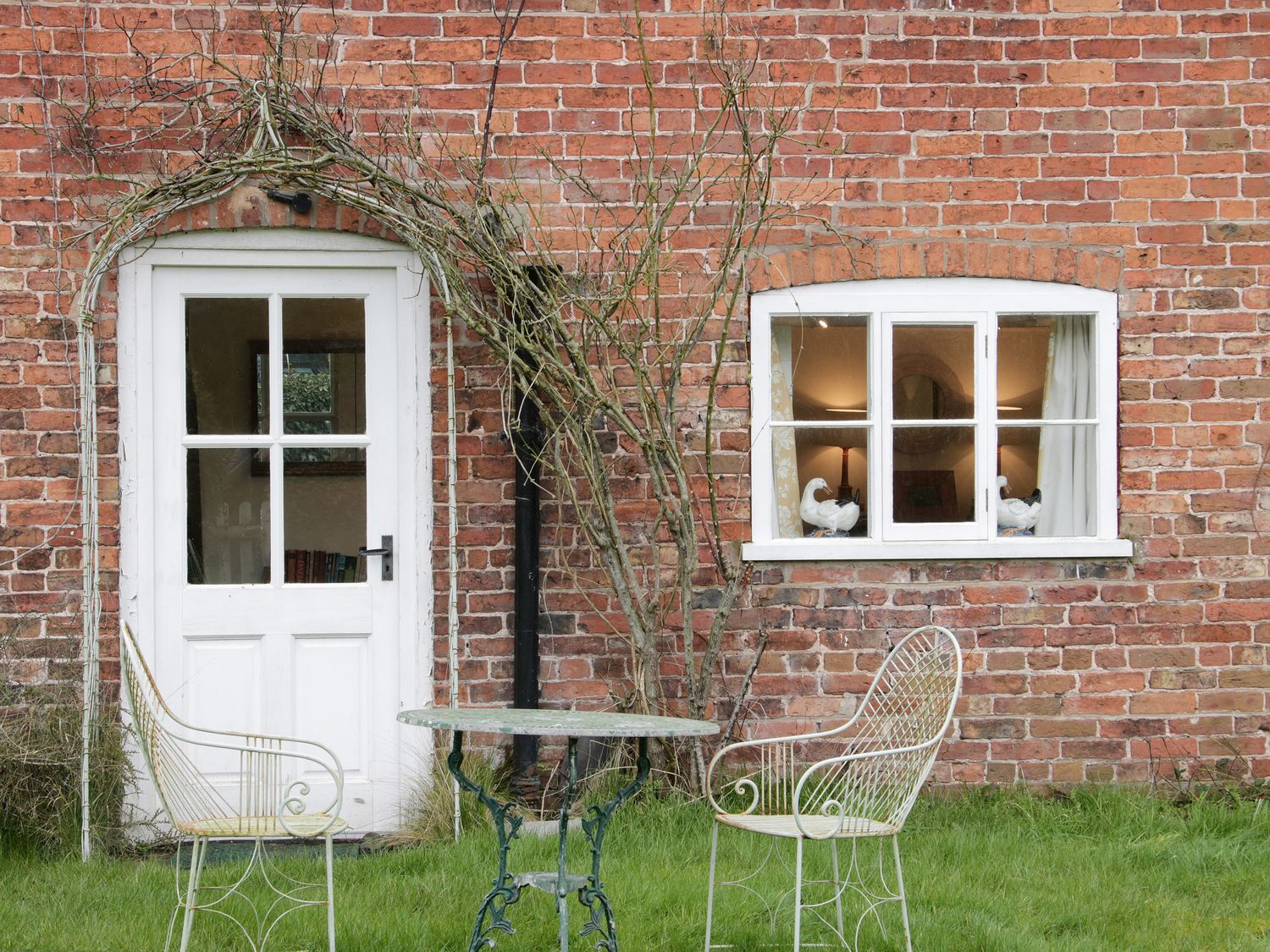 Wolvesacre Mill Cottage in Agden near Whitchurch - sleeps 8 people