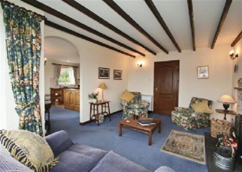 Woodside Cottage in Loch Ness-Side - sleeps 2 people