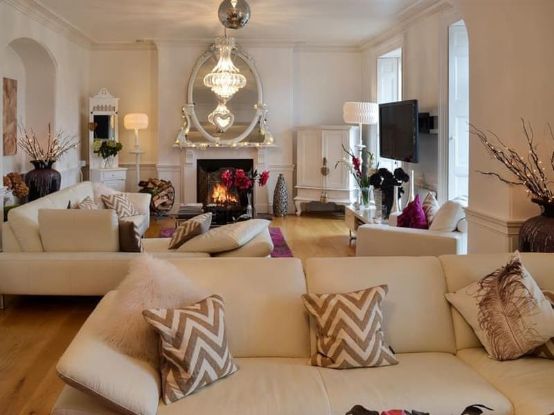 Yealmpton Villa in Yealmpton, near Plymouth - sleeps 11 people