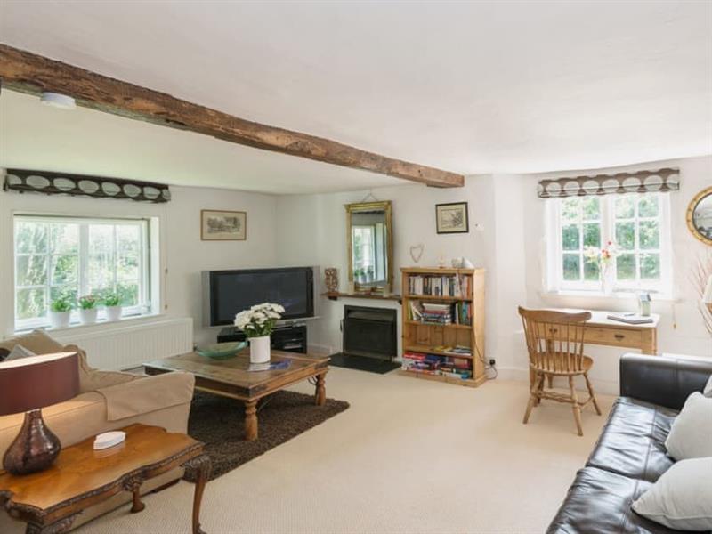 Yew Tree Cottage in Burgate, nr. Fordingbridge - sleeps 7 people